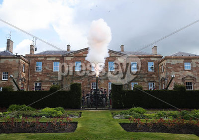 Gun salute and tributes to the Duk...