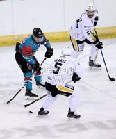 Press Eye - Belfast -  Northern Ireland - 12th January 2018 - Photo by William Cherry/Presseye. Belfast Giants David Rutherford with Nottingham Panthers David Clarke during Friday nights Elite Ice Hockey League game at the SSE Arena, Belfast.