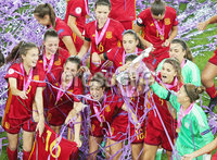 Press Eye Belfast - Northern Ireland 8th August 2017. 2017 UEFA Women\'s Under-19 Championship Final at the National Stadium at Windsor Park, Belfast.  France Vs Spain. Spain celebrate after lifting winning the final 2-3 and lifting the trophy. . Picture by Jonathan Porter/PressEye.com.