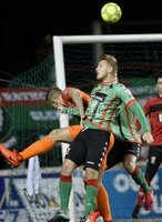 . Danske Bank Premiership,The Oval Belfast 14/11/2017. Glentoran v Glenavon. Mandatory Credit ©INPHO/Stephen Hamilton. Glentorans Tre Stirling  in action with Glenavons Andy Mitchell