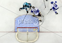 Press Eye - Belfast -  Northern Ireland - 06th April 2019 - Photo by William Cherry/Presseye. Belfast Giants\' Colin Shields scoring against Coventry Blaze during Saturday evenings PredictorBet Playoff Quarter Final 1st Leg game at the SSE Arena, Belfast. Photo by William Cherry/Presseye